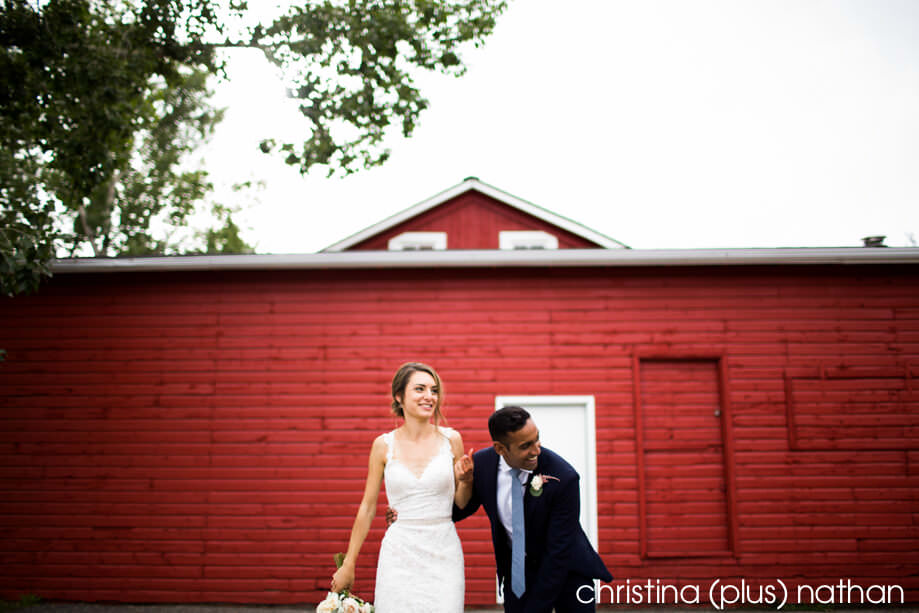 Fish Creek park red barn with newlyweds