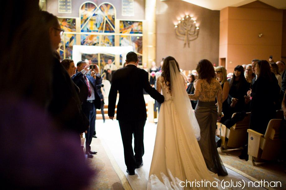 Bride coming down isle at Beth Tzedec wedding